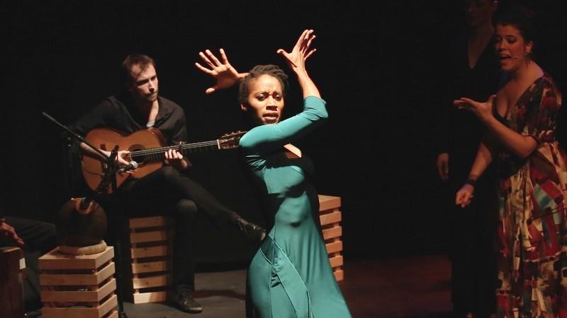 Dance, dotdotdot dances flamenco