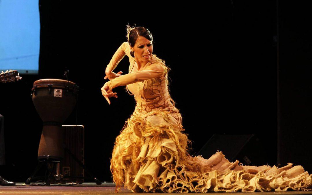 Ana Morales in La Escuela de Baile